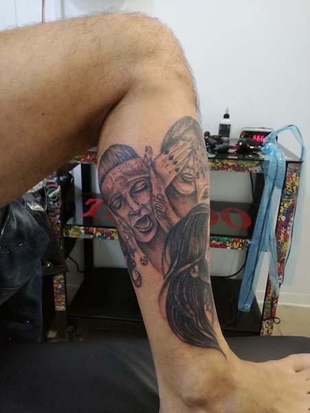 Tatuaggio su gamba
