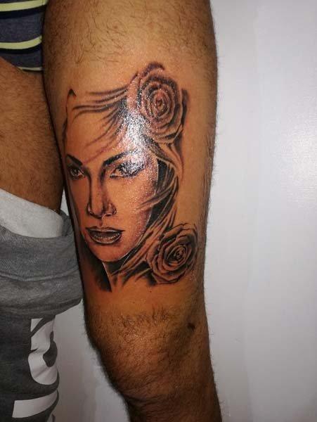 Tatuaggio volto donna