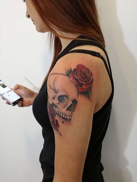 Tatuaggi teschio e rose