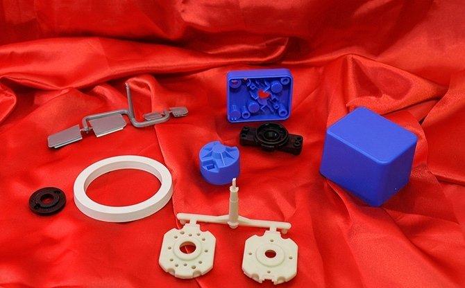 Articoli tecnici in materiale plastico