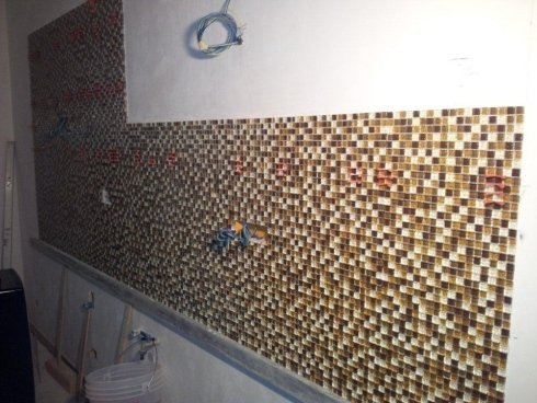posa rivestimento in mosaico