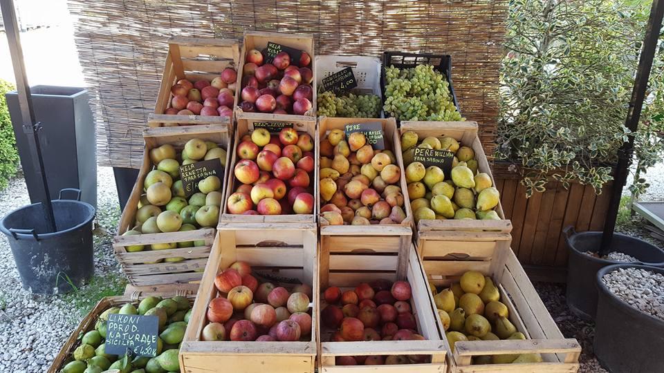 cassette di mele, pere e limoni