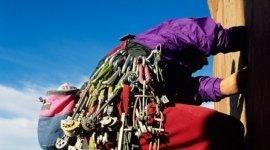 attrezzature per l' escursionismo, calzature per il trekking, cardiofrequenzimetri