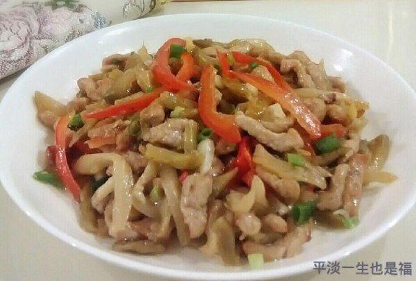 un piatto a base di carne e verdura