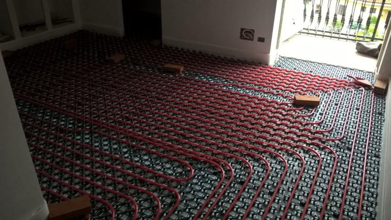 riscaldamento a pavimento di una casa con vista esterna