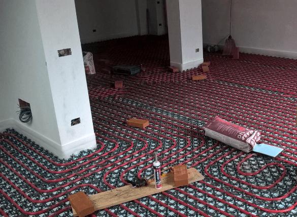 vista laterale di un  riscaldamento a pavimento