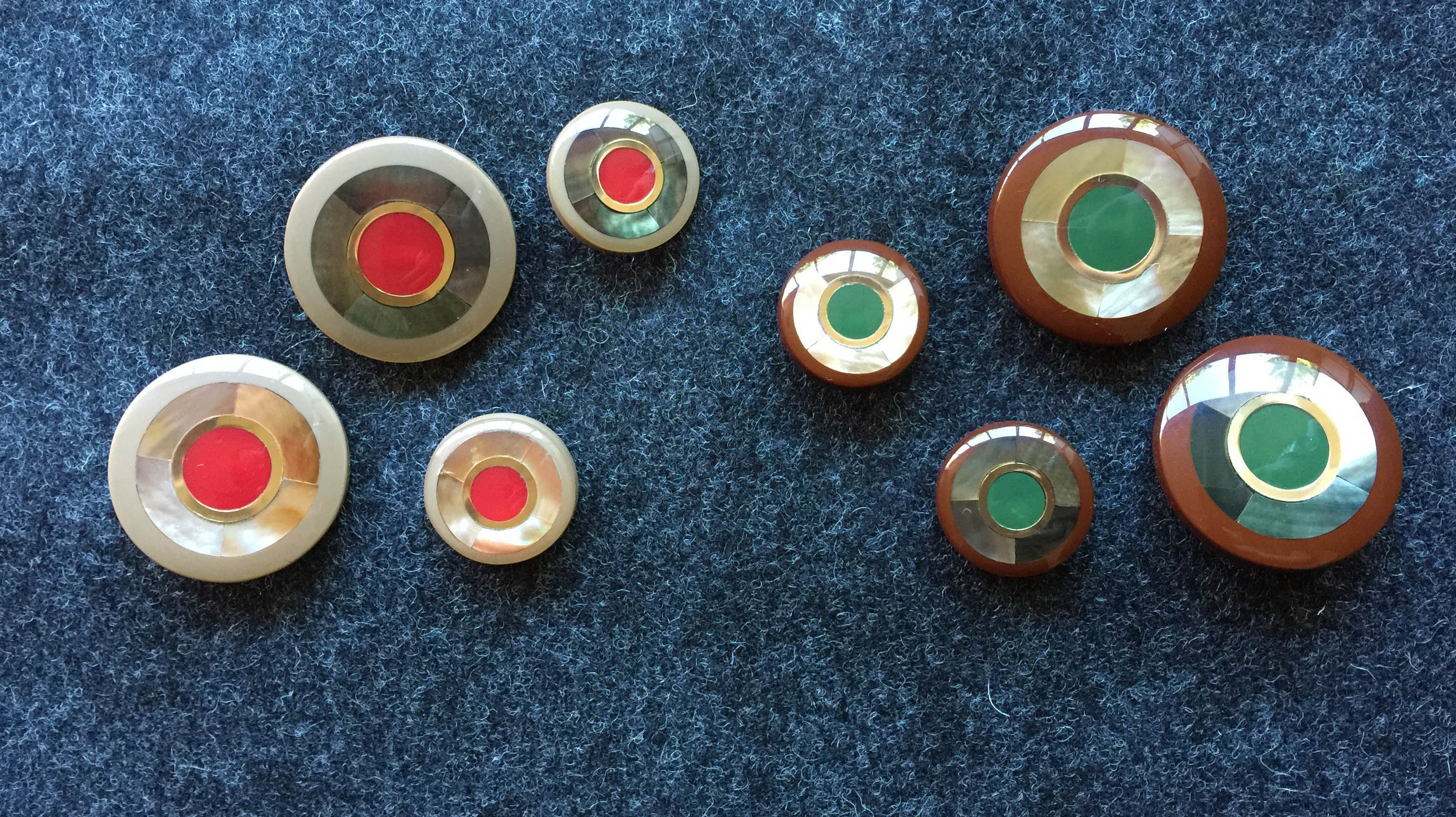 Bottoni con parte centrale rossa e verde