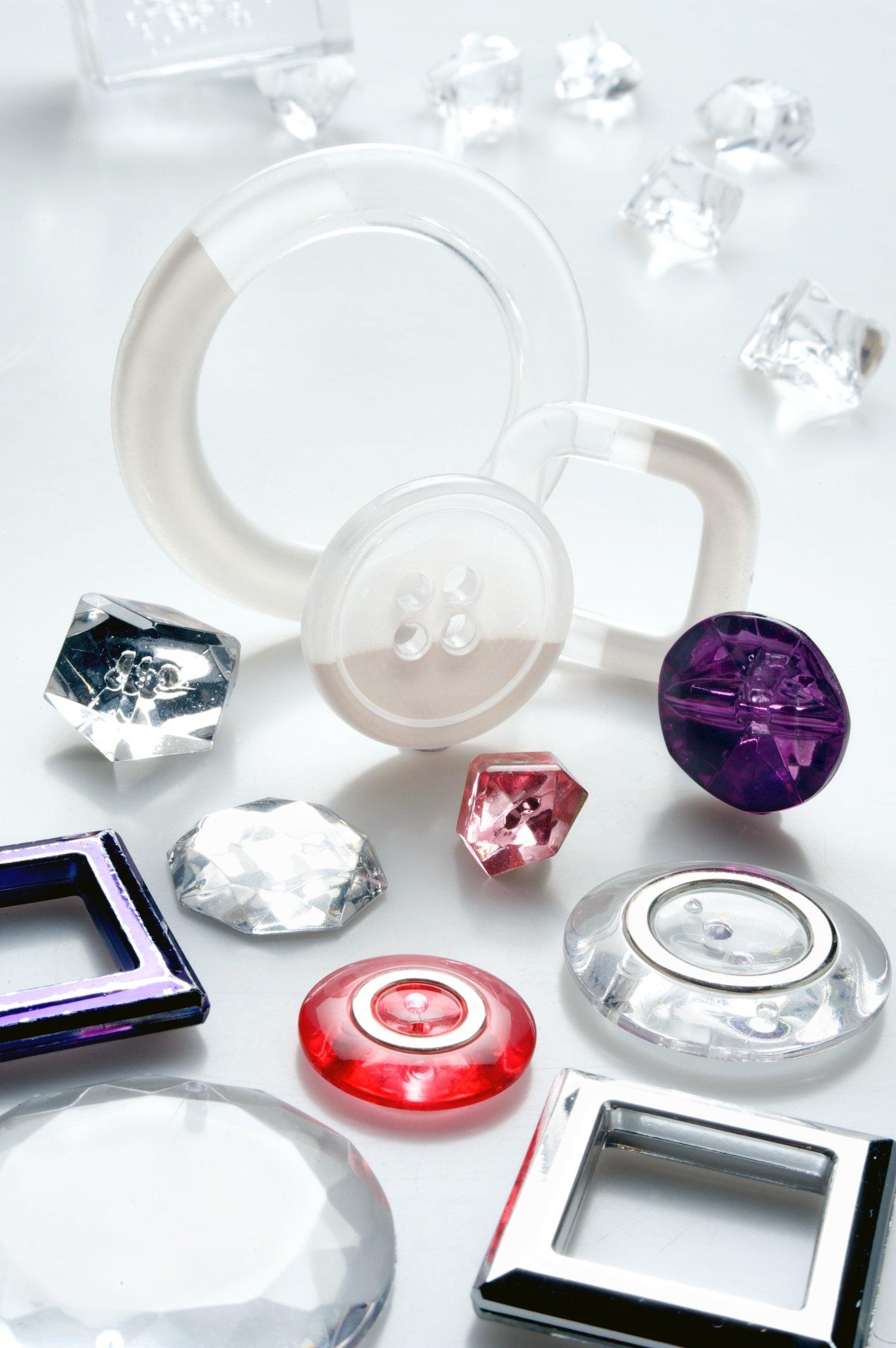 Bottoni in finto-vetro trasparenti e fibbie