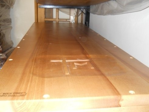 Feretro con incisione del legno