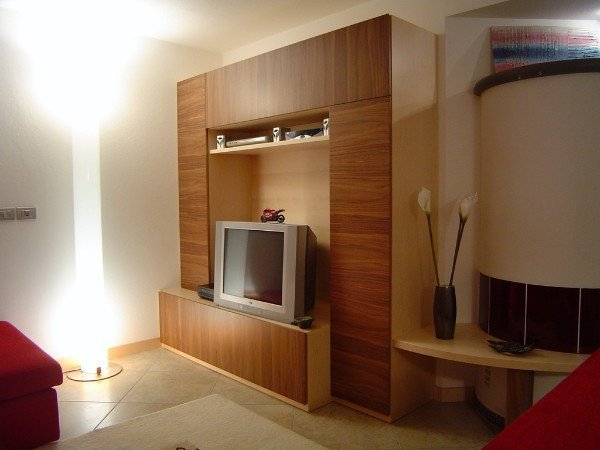parete attrezzata con mobile TV