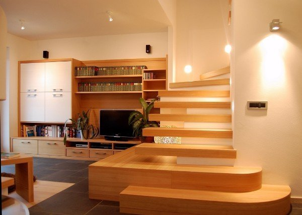 scalinata soggiorno in legno