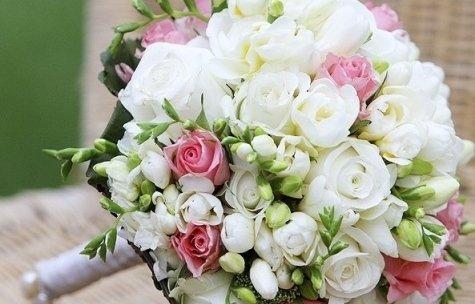 Si preparano composizioni e bouquet per ogni tipo di evento