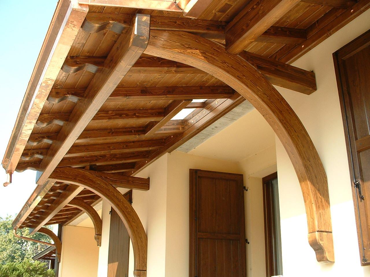 Due tettucci in legno