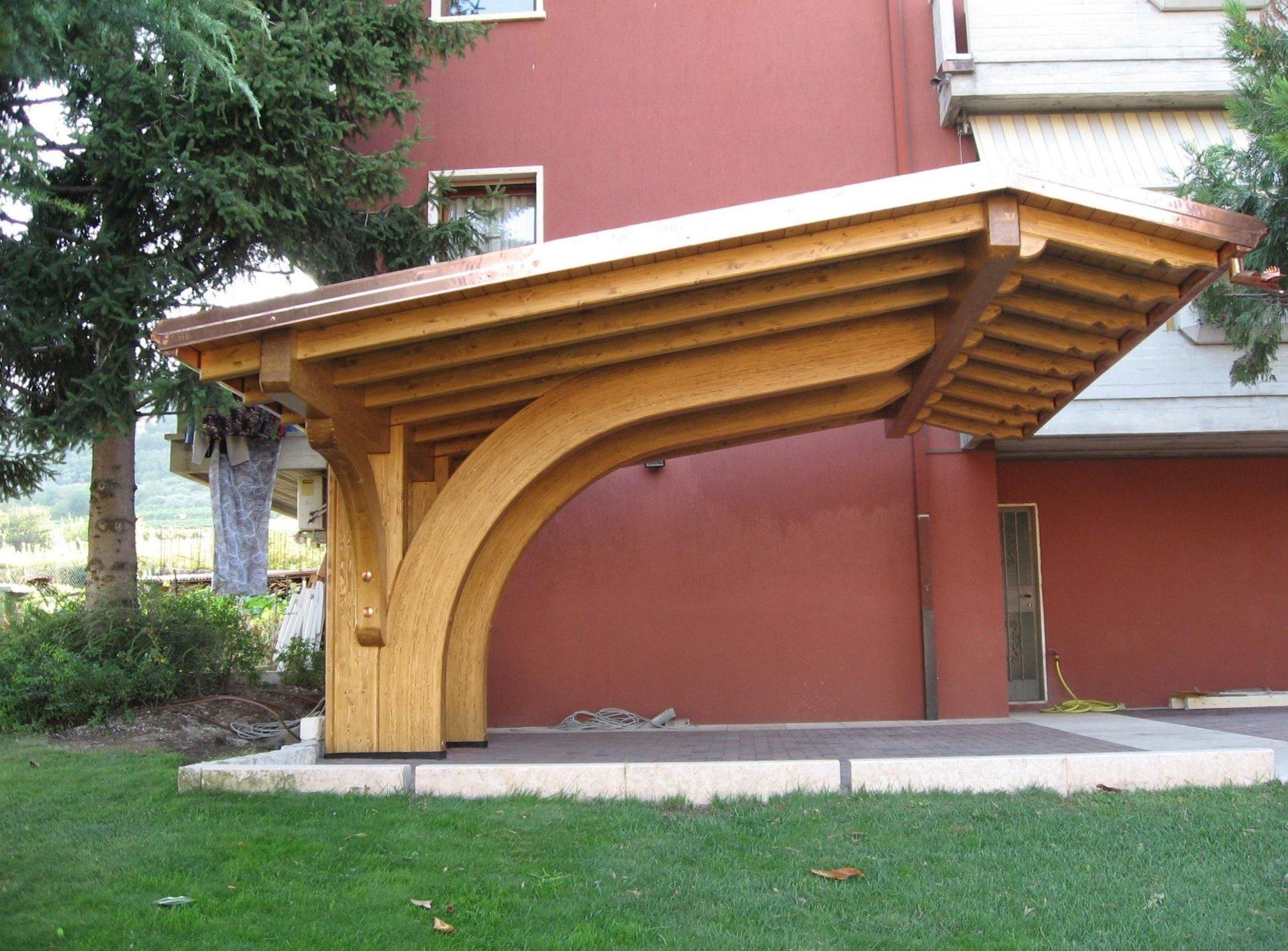 Copriauto in legno
