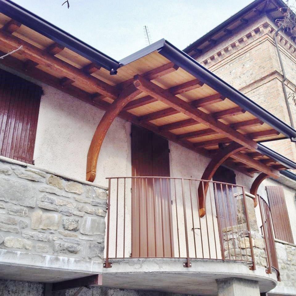 Tettuccio in legno per il balcone