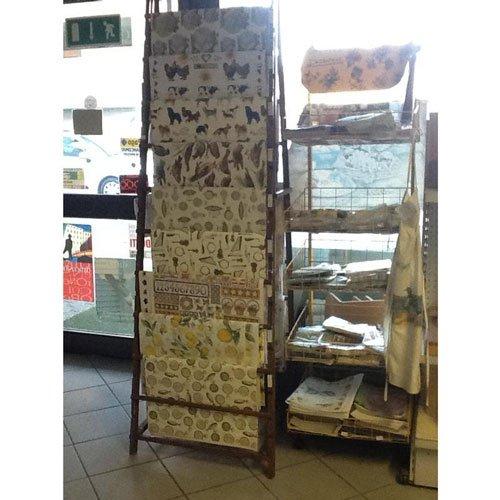 dei tessuti al metro in esposizione