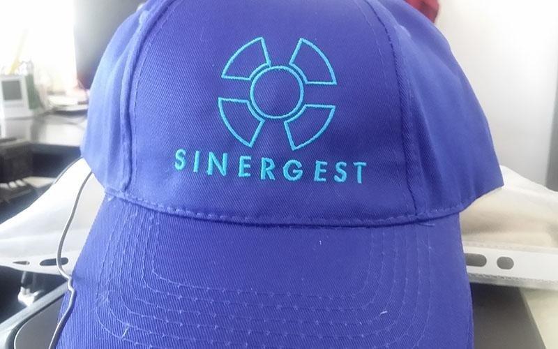 ricami cappellini