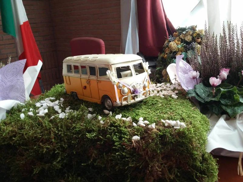 composizione con muschio e fiori