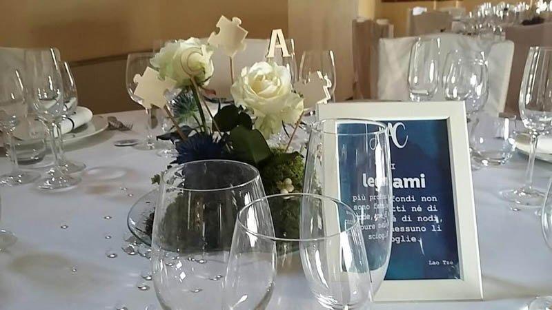 centrotavola di fiori bianchi per matrimonio
