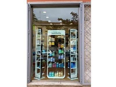 vetrina negozio estetica ciampino