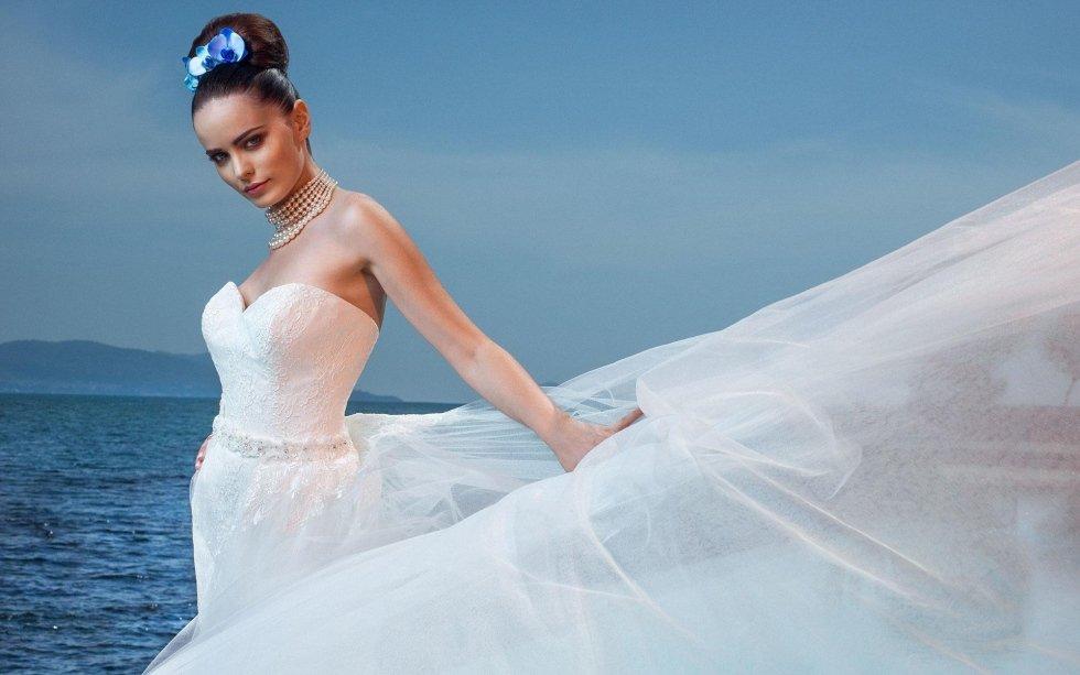 abito da sposa con ricami