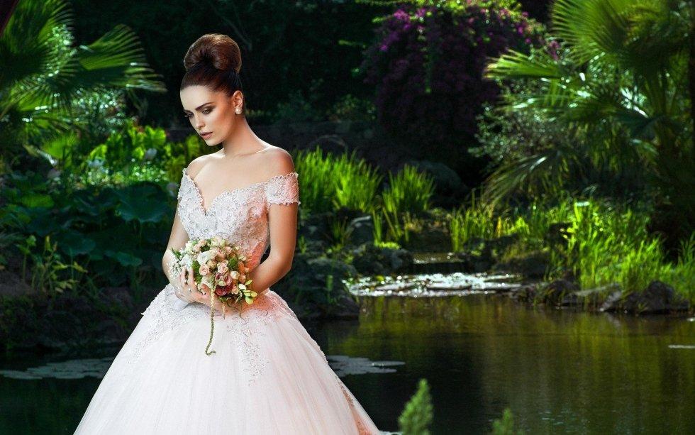 abito da sposa a corpetto