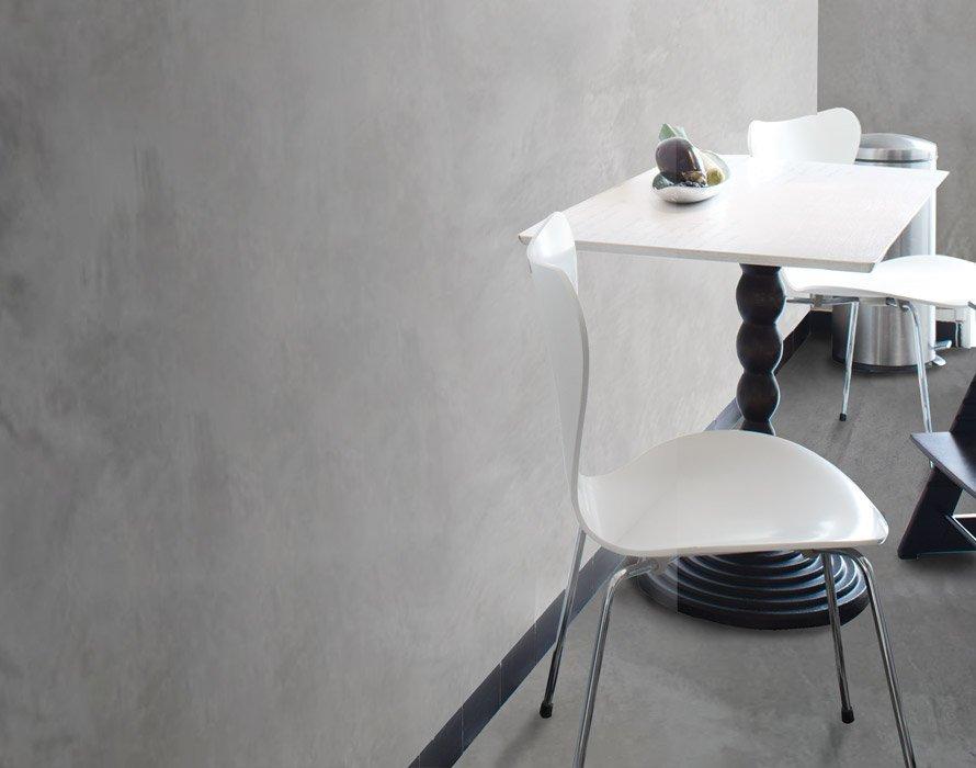 tavolo con sedie bianche