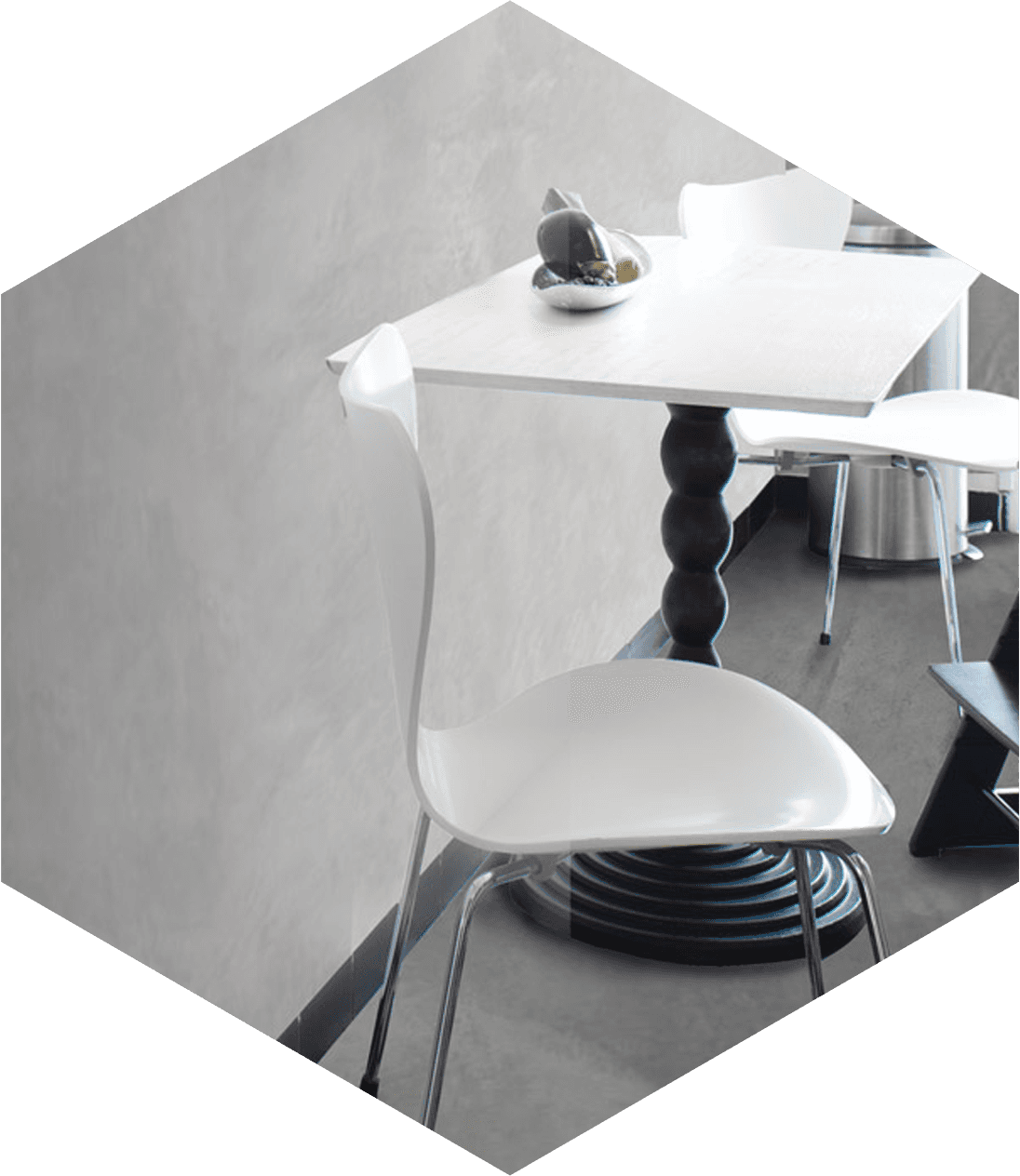 tavolo bianco e sedie