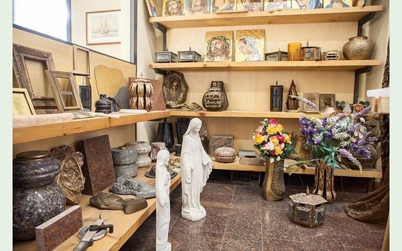 vendita statue tombe milano