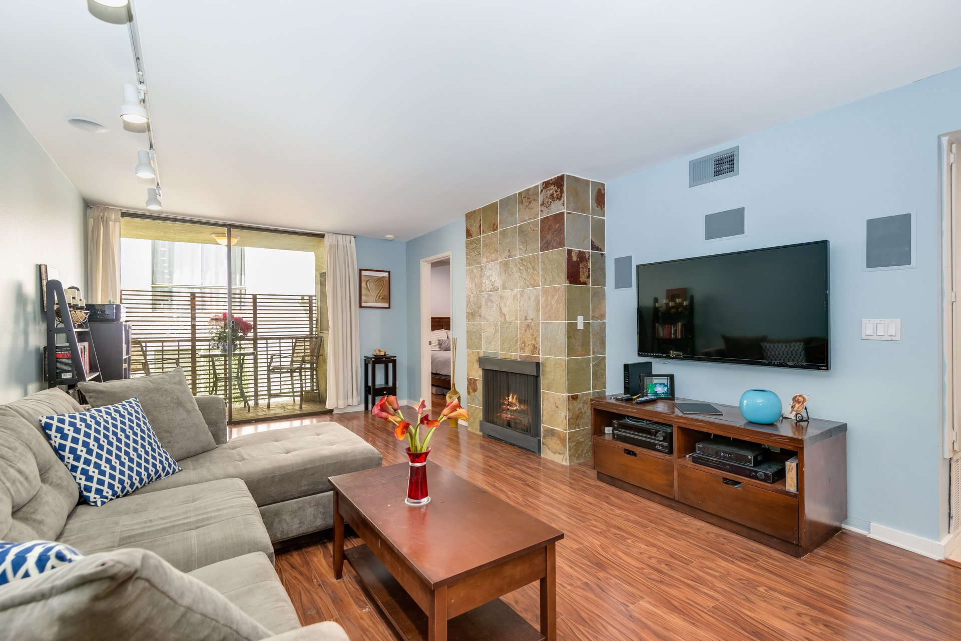 lovely condo in West Hollywood next to Kings Park