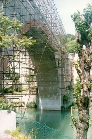 Ponteggi per ristrutturazione ponte