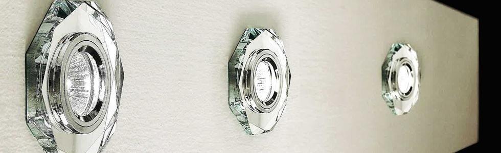 delle luci a muro in cristallo