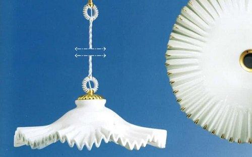 un lampadario a sospensione