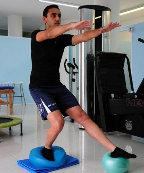 Equilibrio sui palloni per riabilitazione