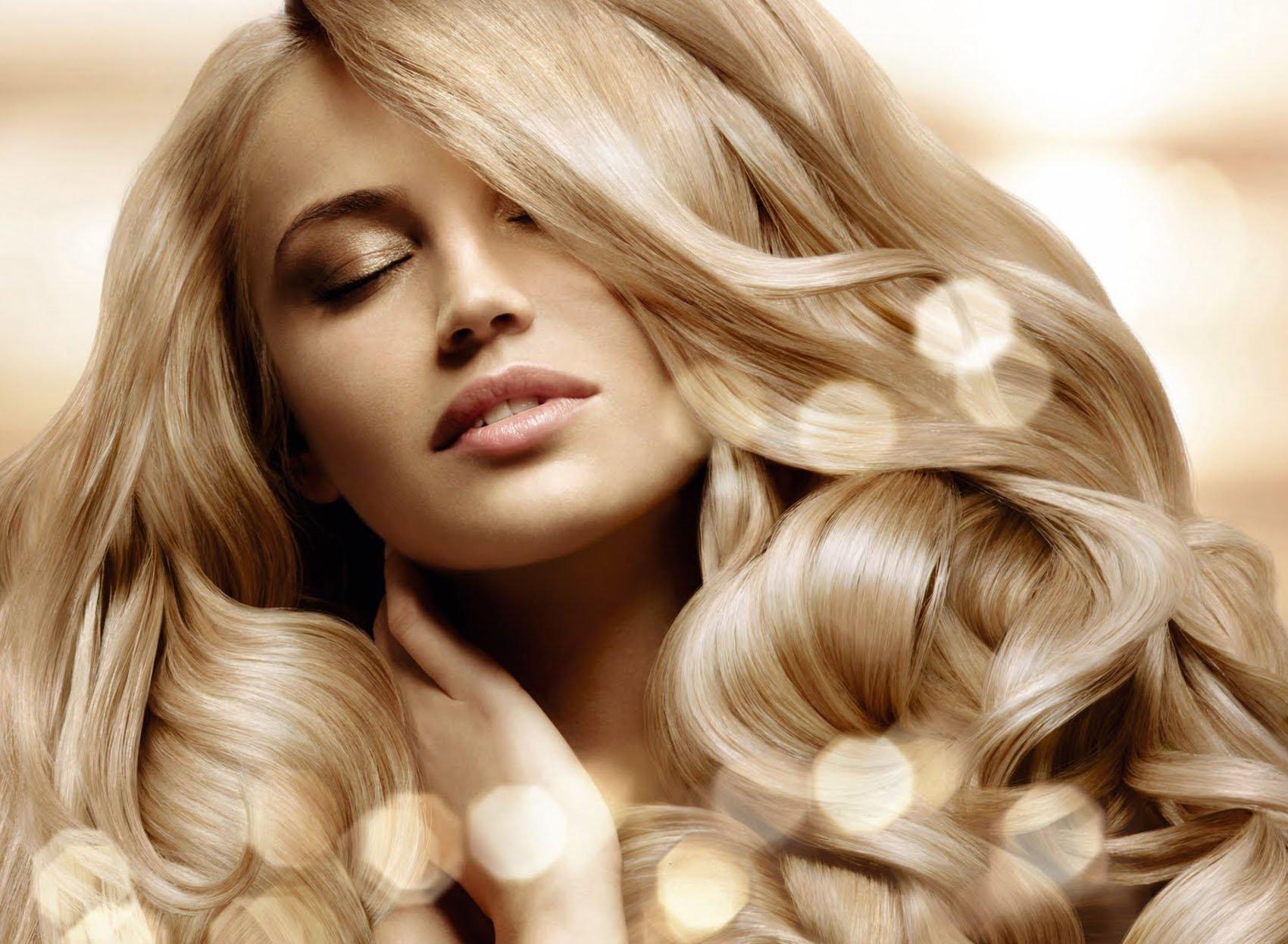 capelli biondi di donna