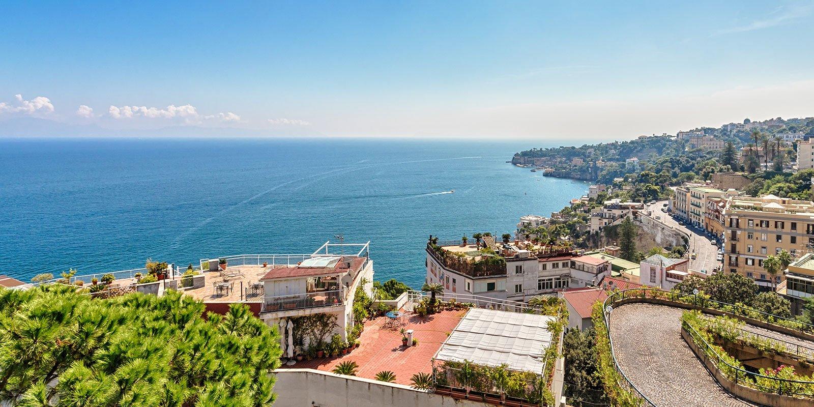 Napoli, mistero e incanto di una città di mare
