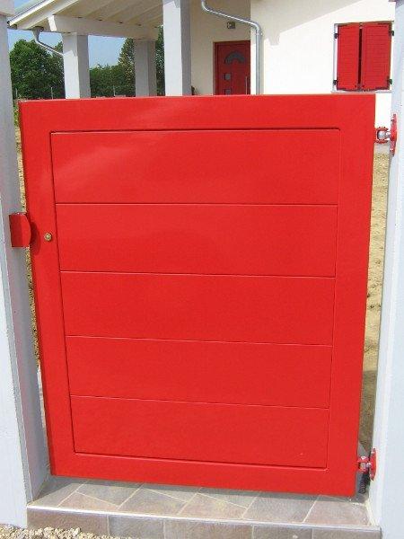 Cancelletto di ingresso in metallo smaltato rosso