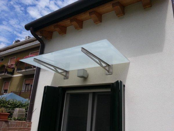 Pensilina d'ingresso in vetro e metallo