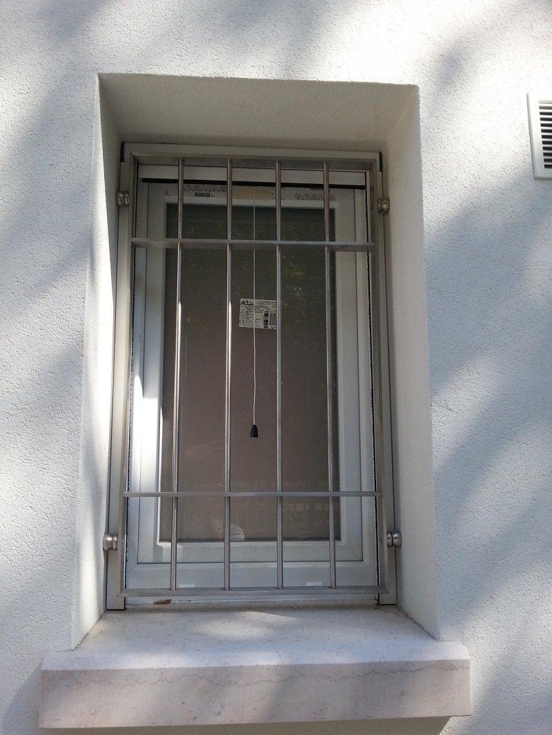 Inferriate di sicurezza montate su una finestra