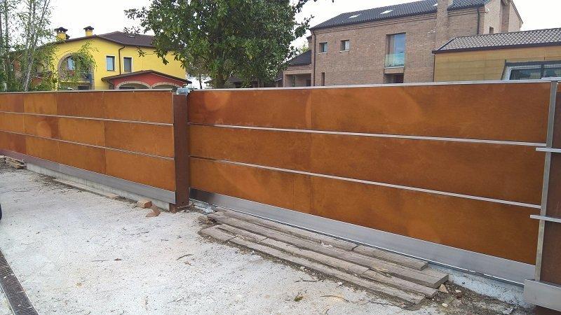 Cancello automatico in legno