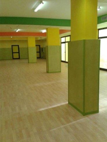 pavimento con colonne verdi e gialle