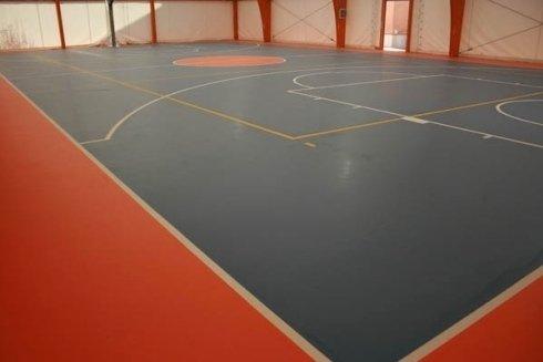 pavimento palestra blu e rosso
