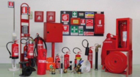 Attrezzatura antincendio completa per imprese con estintori, adesivi indicatori,