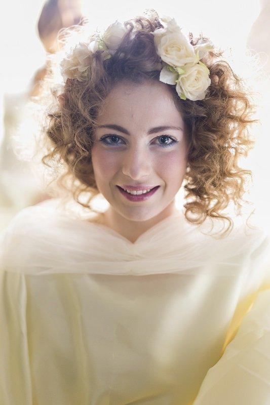 sposa con capelli ricci