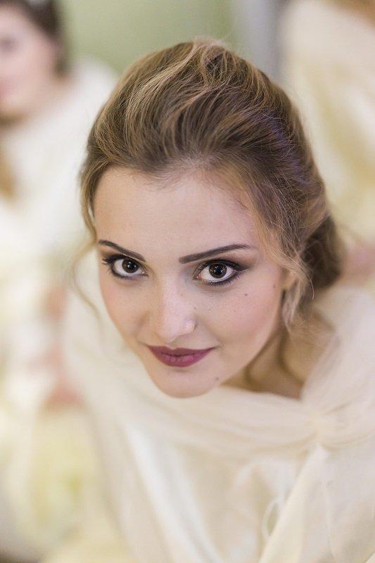 sposa con occhi chiari