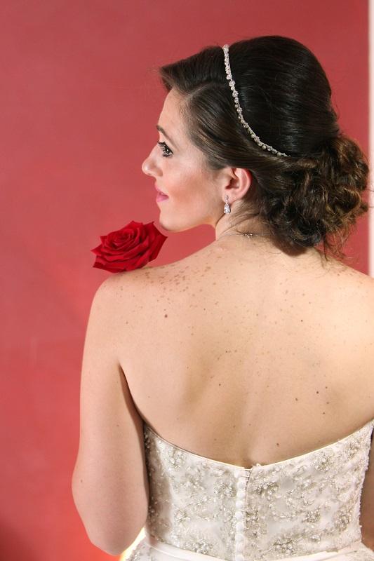 sposa con rose rosse