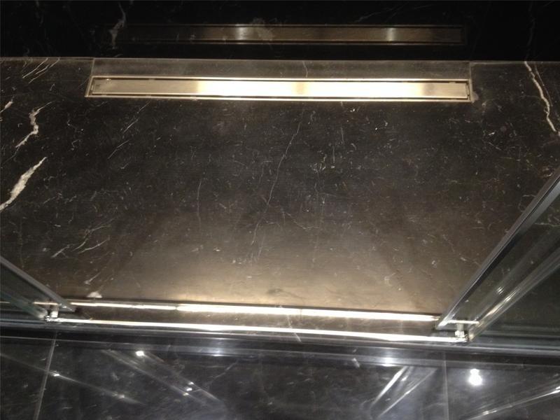 dettaglio-piatto-doccia-in-marmo-nero