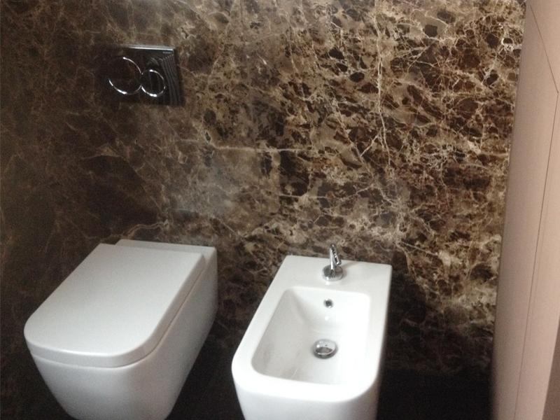 rivestimento-bagno-in-marmo