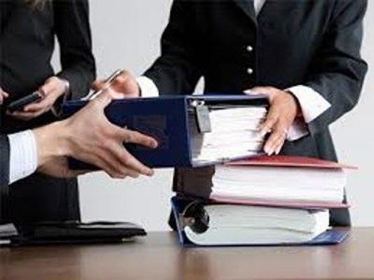 avvocati con libri giudice