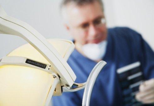 cure dentali con strumenti, diagnosi per alitosi, dentisti esperti